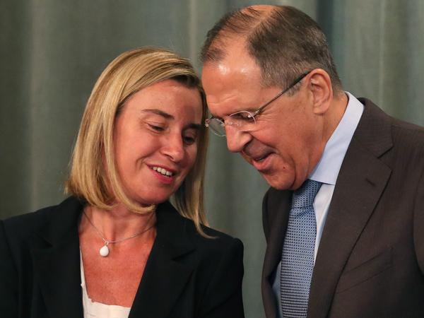 Могерини: с России снимут часть санкций после внедрения минских договоренностей