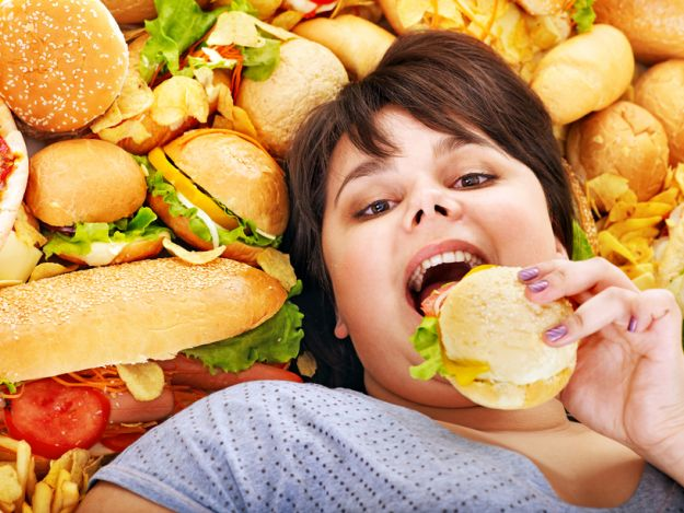 Жирная пища провоцирует проблемы с психикой