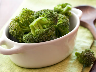 11-calcium-rich-fat-burning-foods-08-broccoli-sl