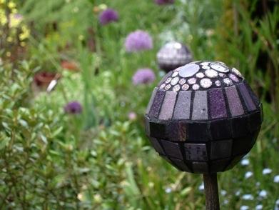 Декоративные шары из цемента для сада. Идеи и мастер-класс (16) (391x294, 42Kb)