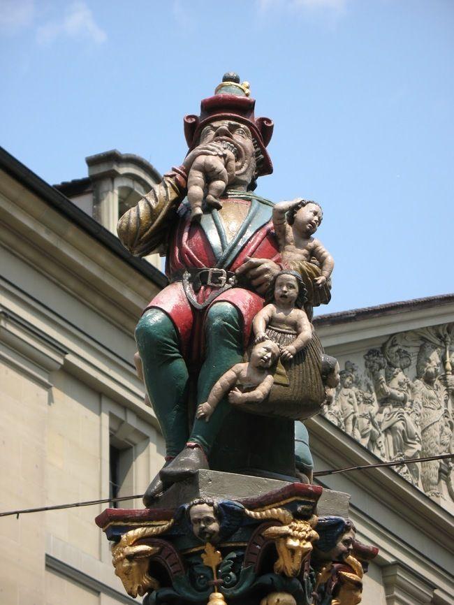 29 самых отвратительных и нелепых статуй со всего света