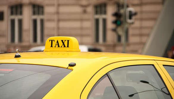 Гнев народный: столичные водители наказали «подрезавшего» скорую таксиста (ВИДЕО)