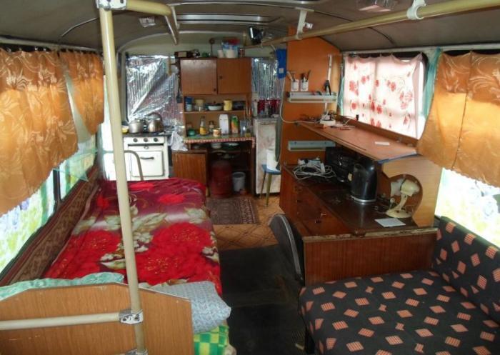 Оборудованное жилье в старых автобусах авто, автобус, жилье, факты