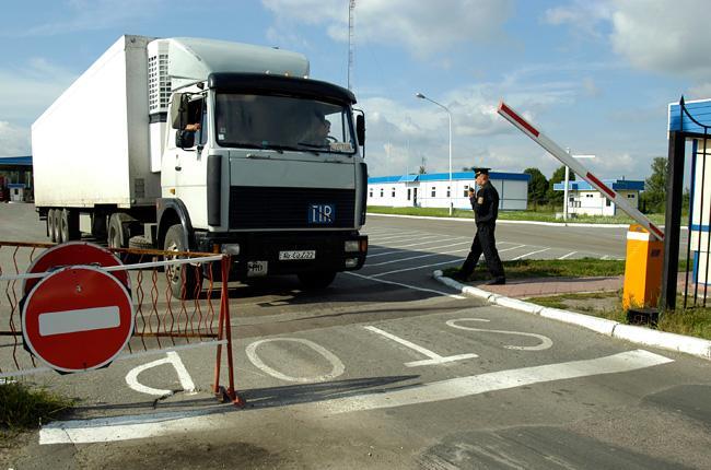 Путин отогнал от границы вереницы фур: контрабандный экспорт упал в 10 раз