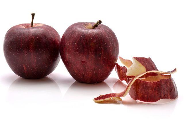С кожурой или без? Какие плоды лучше чистить, а какие — есть целиком