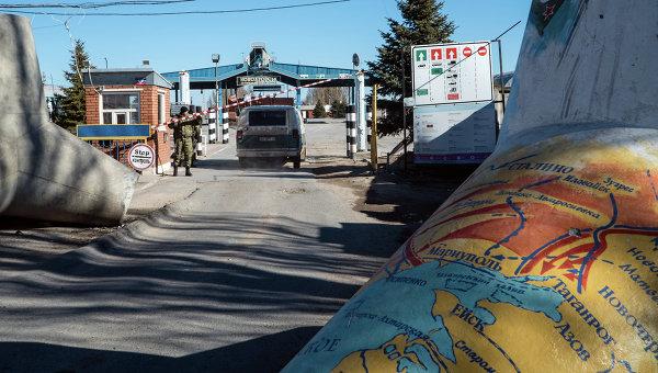Контрольно-пропускной пункт в Новоазовске, Мариупольская область, Украина. Архивное фото