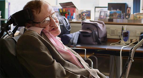 """Кадр из клипа Стивена Хокинга на кавер-версию группы """"Монти Пайтон"""""""