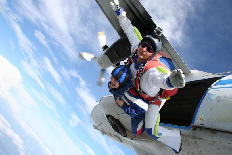 Насущный вопрос: нужны ли в пассажирском самолете парашюты?