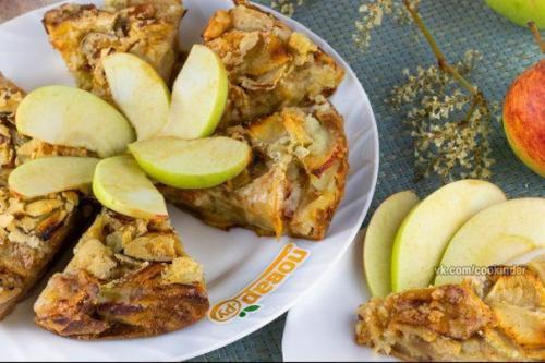 Яблочный пирог (мало теста, много яблок).