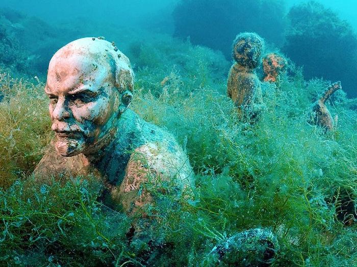 Подводный музей Тарханкут: вожди СССР, затаившиеся в воде у побережья Крыма