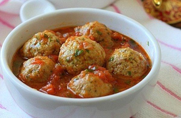 Любимое мое блюдо из фарша — Тефтели из говяжьего фарша с сыром в томатном соусе