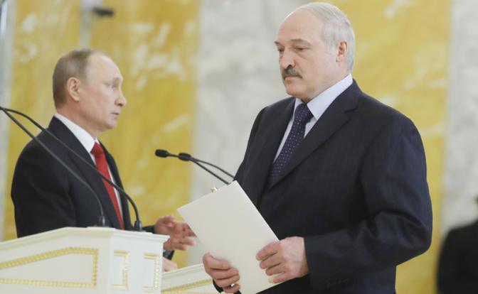 Европейское кресло и русская табуретка Лукашенко