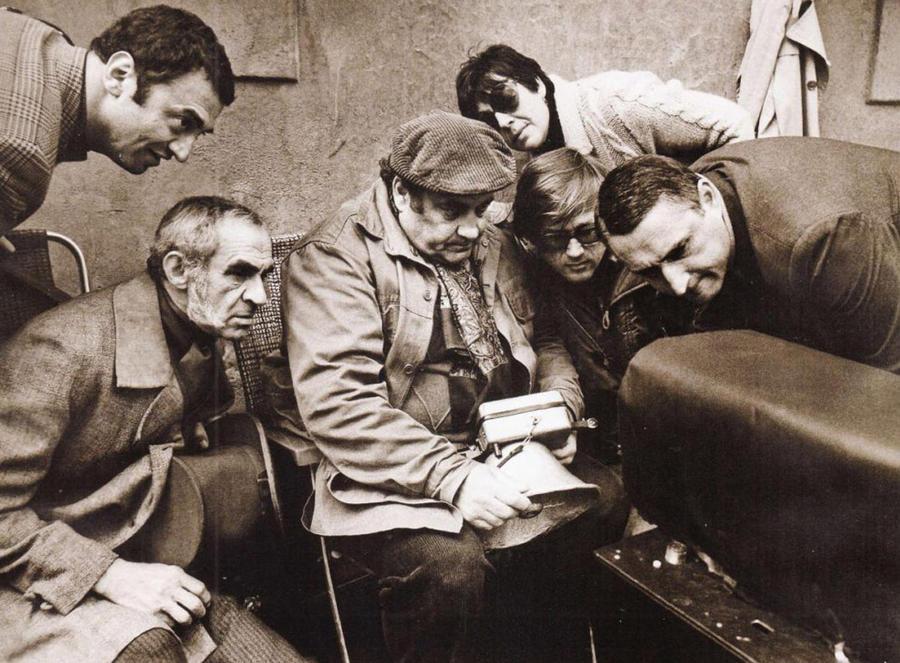 Эльдар Рязанов на съемочной площадке.