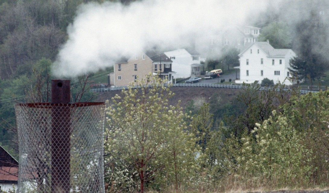 Централия США А вот и городок, ставший прообразом легендарного Сайлент-Хилла. Горящие под землей угольные шахты опустошили это деревенское местечко, которое до сих пор выглядит ужасным напоминанием человечеству о всесильной природе.