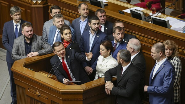 Украинцы плюнули на Крым