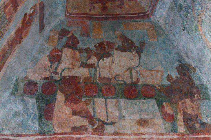 Что никогда не покажут обычным туристам на руинах древних городов майя
