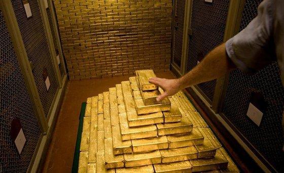 ИноСМИ о лихорадочной скупке золота: Россия готова «порвать» с долларом