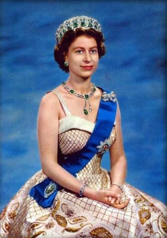 А вы знали? Королева Англии носит ворованную корону. Украденную у русских…