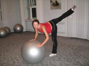 Занятия для спины с мячом