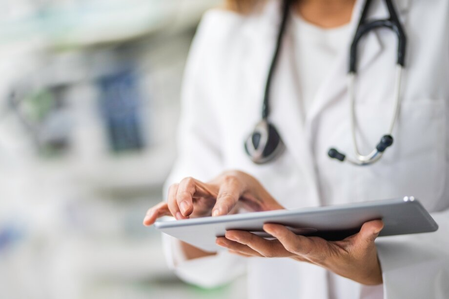 Консультация врача необходима, чтобы исключить набор веса из-за проблем создоровьем