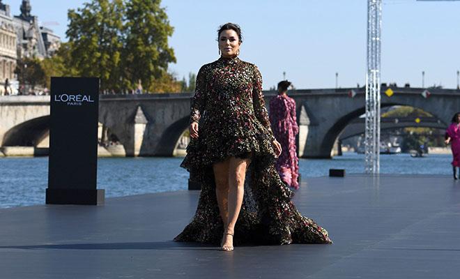 Ева Лонгория, Эль Фаннинг, Даутцен Крез и другие на подиуме в L'Oreal Fashion Show