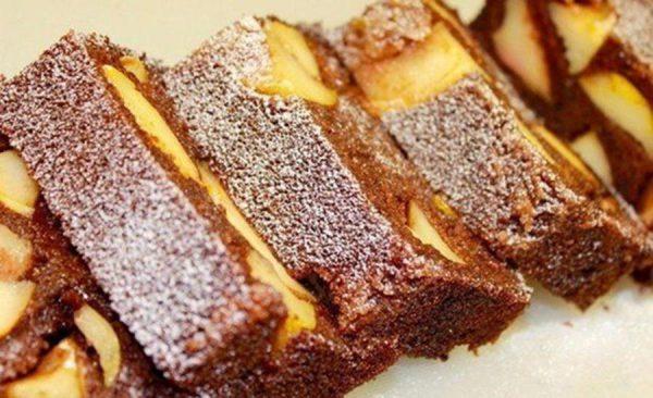 Полезный и вкусный десерт из манки с яблоками. Готовится легко, съедается очень быстро!