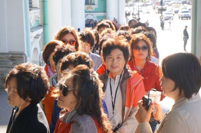 Иностранцы в среднем тратят на поездку в Россию около 144 000 рублей