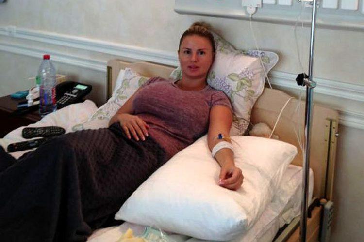Отсос миа анна семенович в позе раком