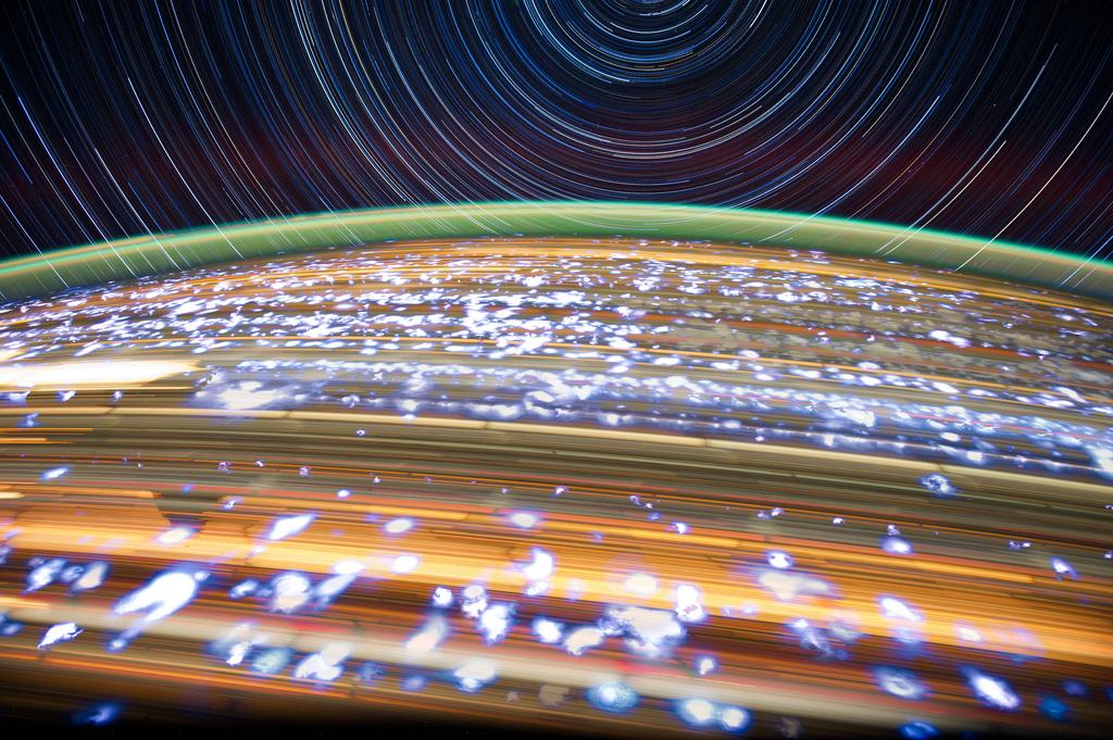 1242 Звездные следы   фото с МКС