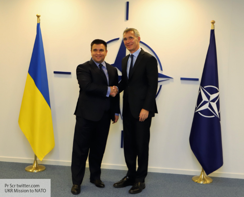 Киев при помощи НАТО пытаетс…