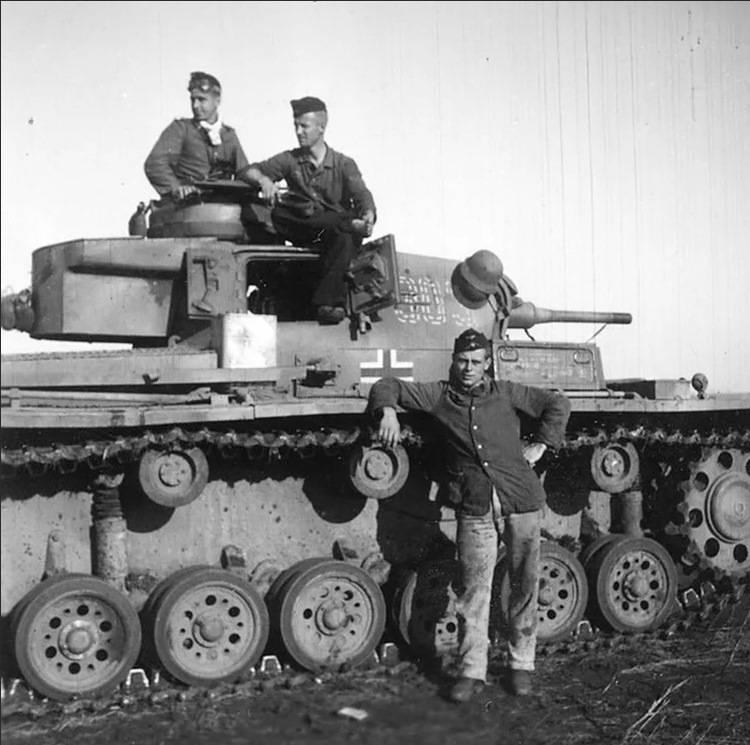 """Почему Т-34 проиграл PzKpfw III, но выиграл у """"Тигров"""" и """"Пантер"""". Возрождение танковых корпусов"""