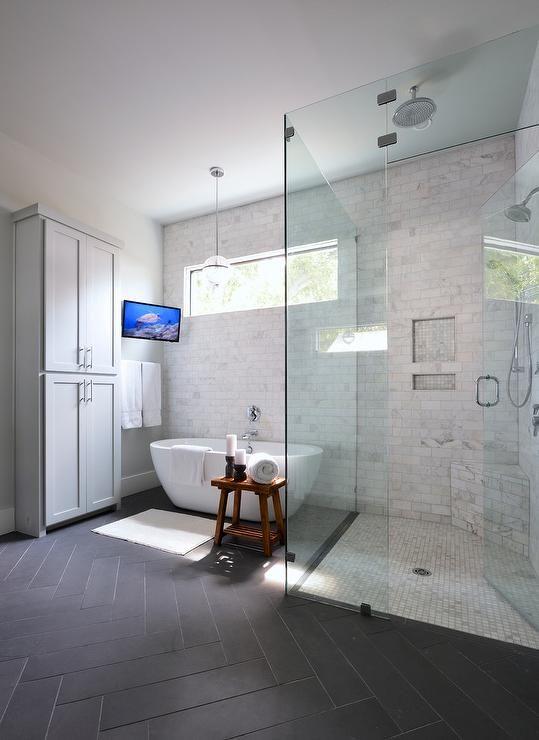 Ванная в  цветах:   Светло-серый, Серый, Черный.  Ванная в  стиле:   Минимализм.