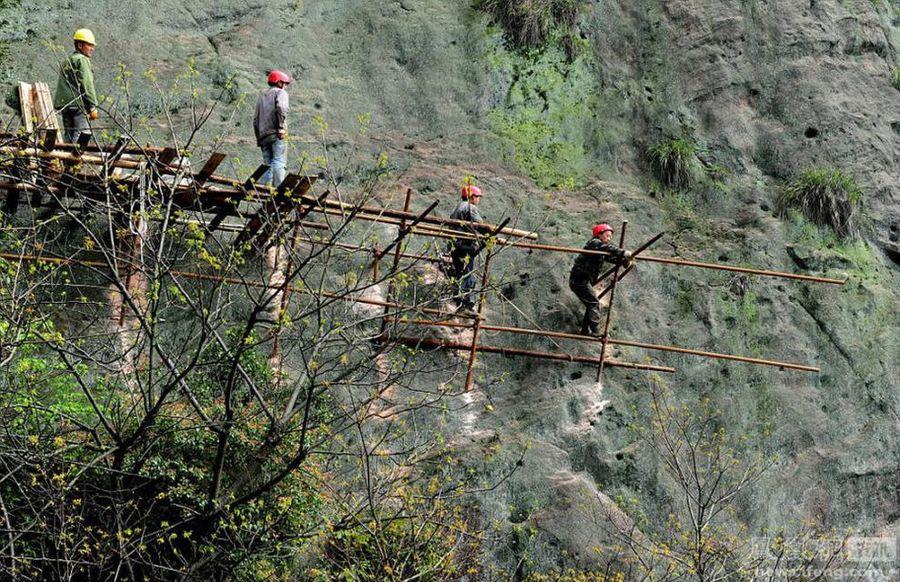 Опасная работа: Над пропастью без страховочного троса