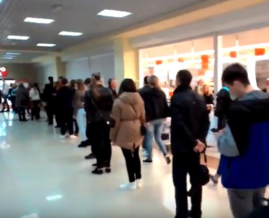 Халява создала ажиотаж! Севастопольцы выстроились в очередь (видео)