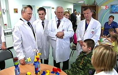 Путин призвал не спешить с распределением выпускников медвузов