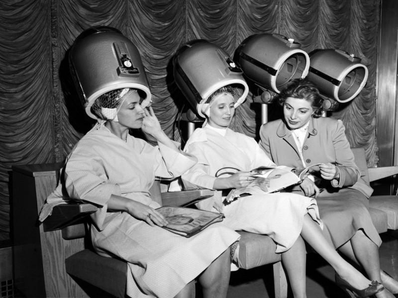 Взять личный телефон парикмахера — воровство по отношению к салону?