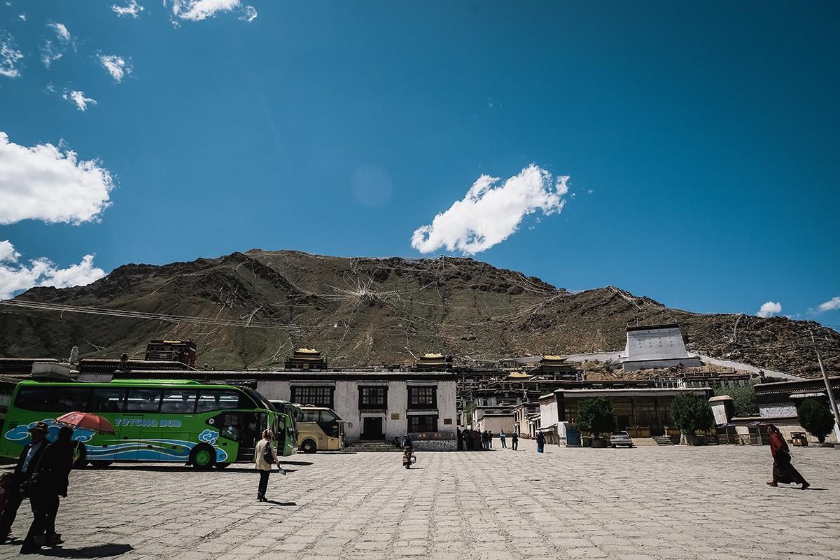 shigadze06 В поисках волшебства: Шигадзе, резиденция Панчен ламы и китайский рынок