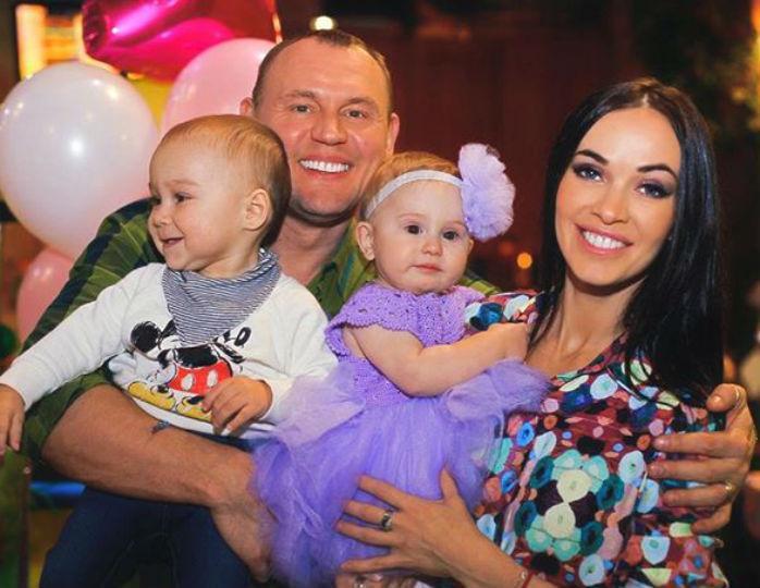 Степан Меньшиков развелся с женой после истории с ДНК-тестом