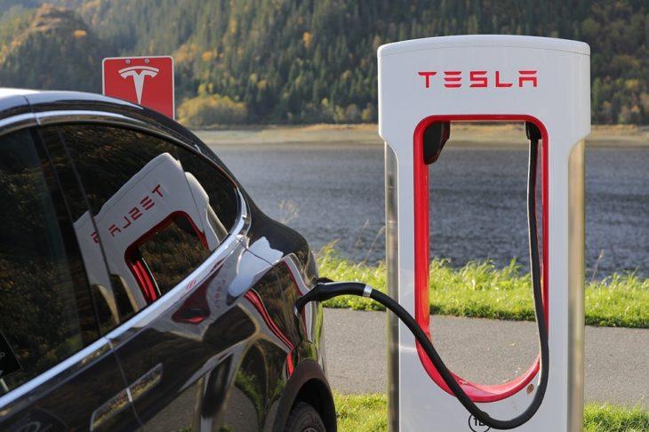 В США против Tesla начали расследование