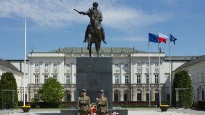 Военные заняли здание центра НАТО в Польше