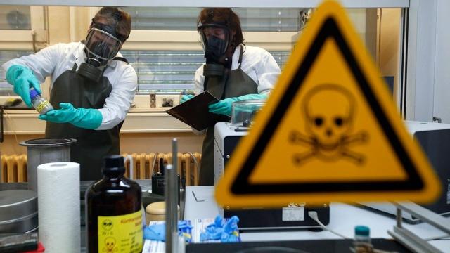 Америка давно травит РОССИЯН биологическим оружием