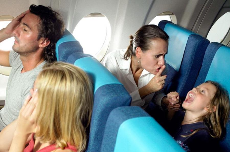 Демонические дети в самолета…