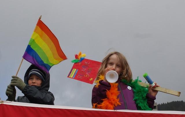 Сразу после легализации усыновления детей однополыми парами Европа начала обсуждение легализации инцеста (и видео)