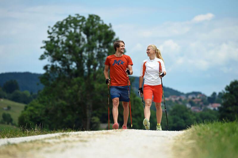 Скандинавская ходьба: идеальное решение при проблемах с суставами, позвоночником и не только