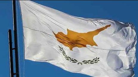 Автомобиль протаранил ворота консульства России на Кипре