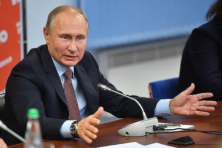 Владимир Путин подписал закон, разрешающий депутатам и сенаторам отказываться от надбавок к пенсиям