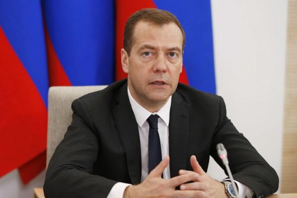 Кортеж Дмитрия Медведева выз…