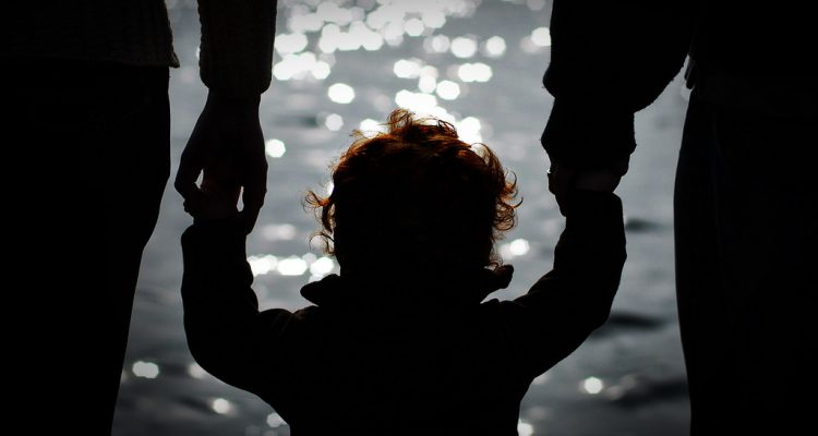 Ребенок любит одного родителя больше