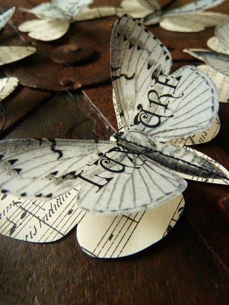 Бабочки из бумаги.