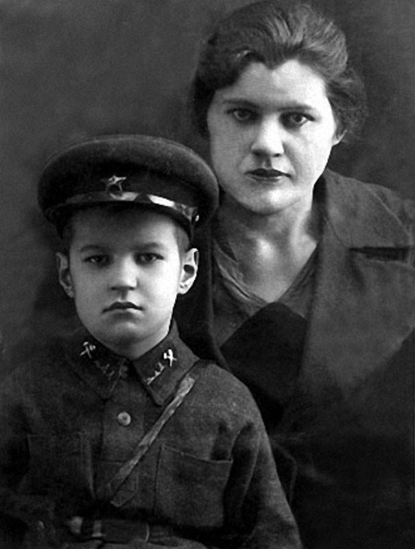 20. Жора Бурков с мамой Марией Сергеевной история, факты